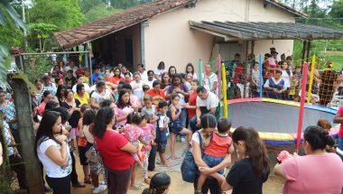 Educadoras visitam crianças da zona rural de Jacareí, no Vale do Paraíba