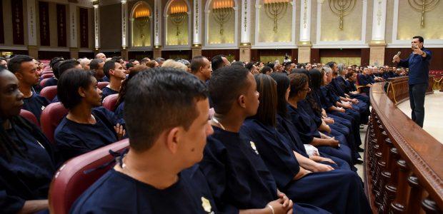 No Templo de Salomão, o Bispo Renato Cardoso realizou uma reunião especial antes do batismo
