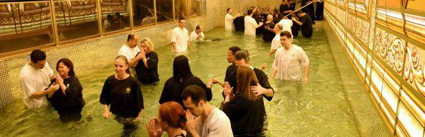 Uma madrugada de batismo nas águas