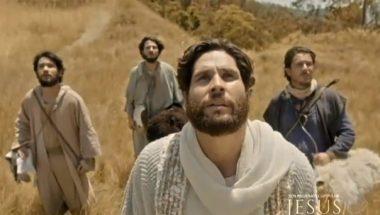 Jesus e três apóstolos chegam ao pé do monte Hermom