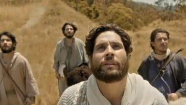 Jesus avisa a Pedro, João e Tiago que chegou a hora de partirem