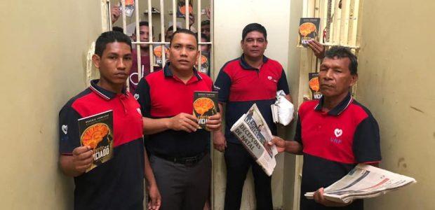 Inclusive em presídios. Na foto, voluntários do UNP Amazonas