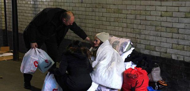 Eles foram levar donativos às pessoas em situação de rua