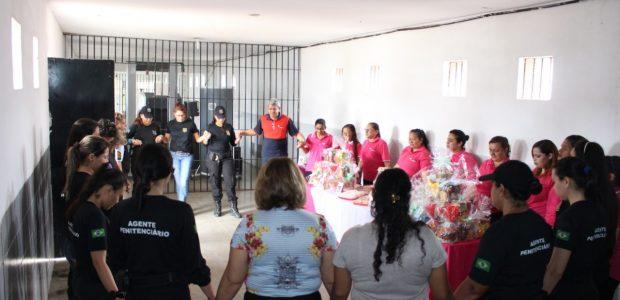 Além dos serviços e presentes, os voluntários também realizaram oração para que todos tenham um 2019 abençoado