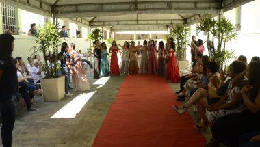 Presas participam de concurso de beleza e ganham curso de informática no RJ