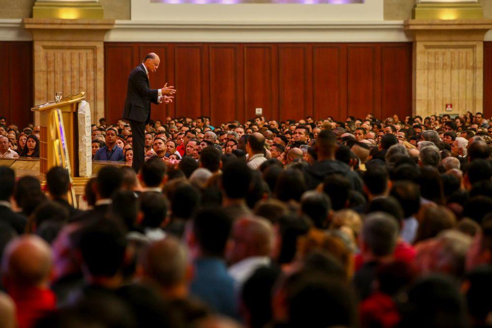 Bispo Macedo ensina como combater a dúvida