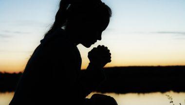 Não vai ser uma oração que vai te ajudar