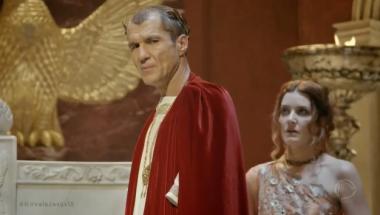 Pilatos fica enfurecido ao saber que a comitiva de Helena foi atacada
