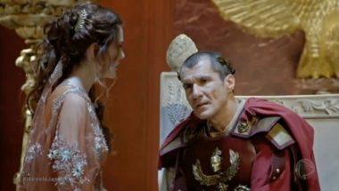 Claudia se desespera ao saber que Helena foi atacada por leões