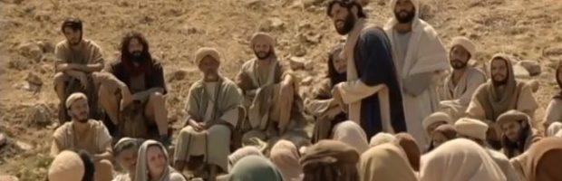 Jesus prega no deserto da Galileia, mas é interrompido por fariseus