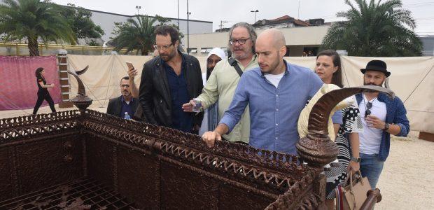 Atores da novela Jesus realizam tour no Templo de Salomão