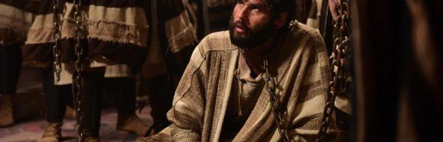 O Filho de Deus é levado até Caifás, que O humilha