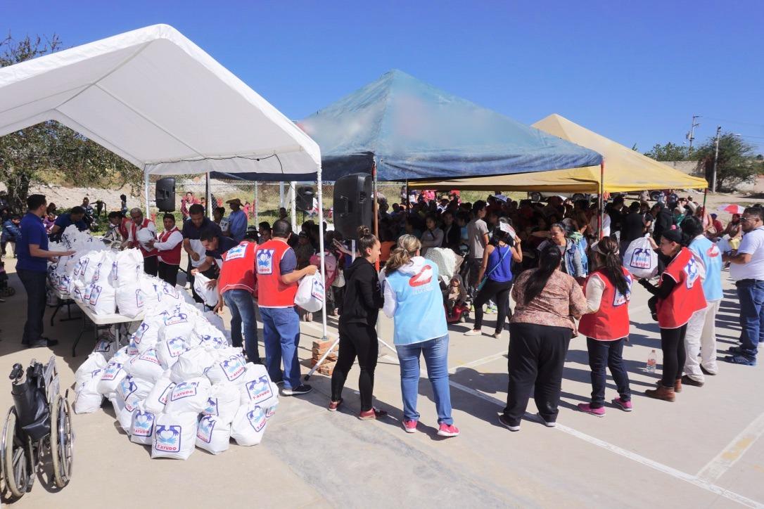 Voluntários distribuem 300 toneladas de alimento a comunidades carentes no México