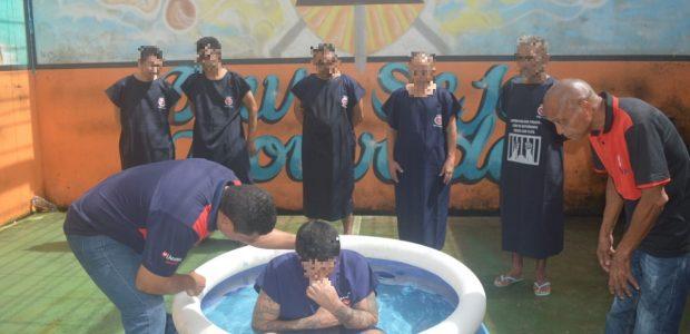 No Pará, presidiários se batizaram nas águas