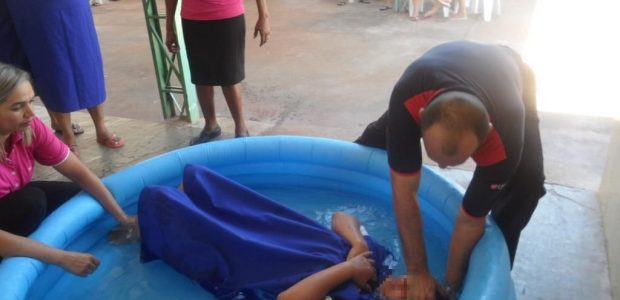 Batismo em Tupi-Paulista, interior de São Paulo