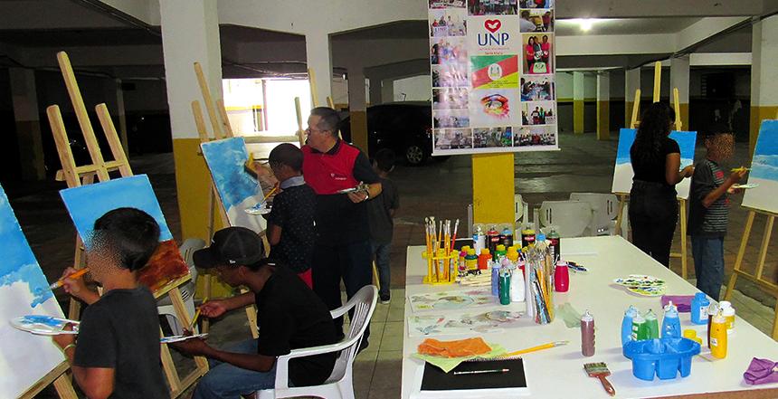UNP oferece oficina de artesanato aos filhos de internos