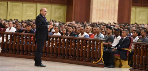 Bispo Eduardo Bravo deu início ao congresso