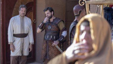 Barzilai interrompe a Acabe e pede que ordene a prisão de Hannibal