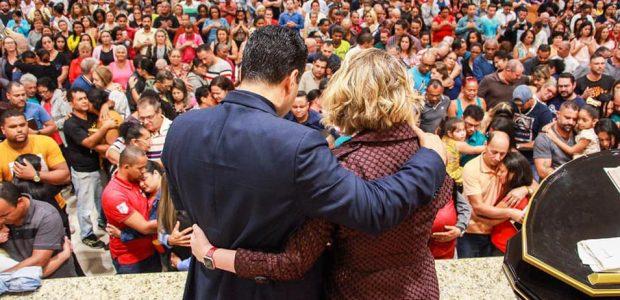 O encontro foi realizado pelo Bispo Renato Cardoso e sua esposa, Cristiane