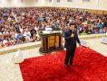 Bispo Renato Cardoso ministra a reunião de quarta-feira