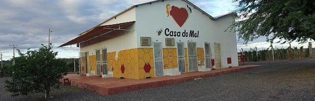 Bispo Edir Macedo, líder da Universal, é dono de produção de mel e de time de futebol?