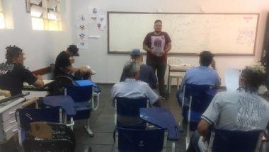 Detentos iniciam curso de inglês em penitenciária de Goiânia