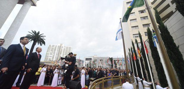 Foram hasteadas 127 bandeiras de países onde a Universal realiza o trabalho evangelístico, além da bandeira da Universal