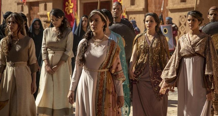 Jezabel ordena que troquem as vestes dos servos israelitas por fenícias