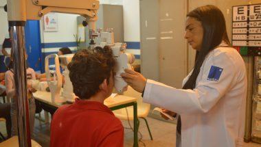 Ação social oferece óculos para população de baixa renda, em Cotia (SP)
