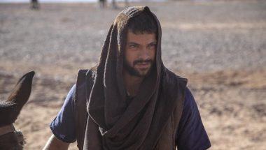Em troca da liberdade dos profetas, Tadeu aceita ficar no palácio