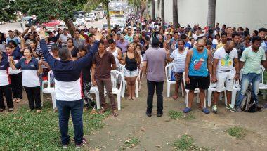 Venezuelanos recebem ajuda de voluntários da EVG