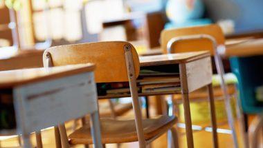 Projetos de Lei sugerem que aluno reforme escola danificada por ele