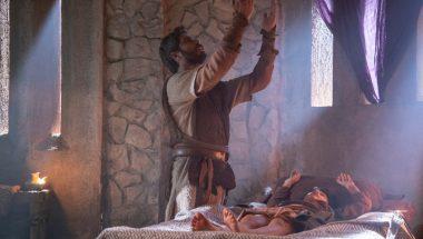 Profeta Elias clama a Deus e Baruch ressuscita
