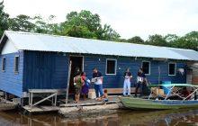 Barco-igreja volta a atuar em comunidades ribeirinhas da Amazônia