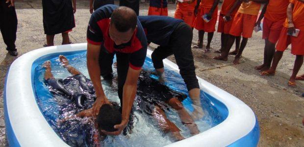 Cerca de 17 mil detentos se batizaram