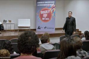 "Novela ""Topíssima"" alerta sobre dependência química"