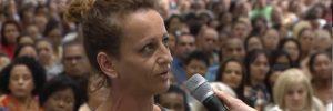 Mulher viciada em cocaína pede ajuda na Universal