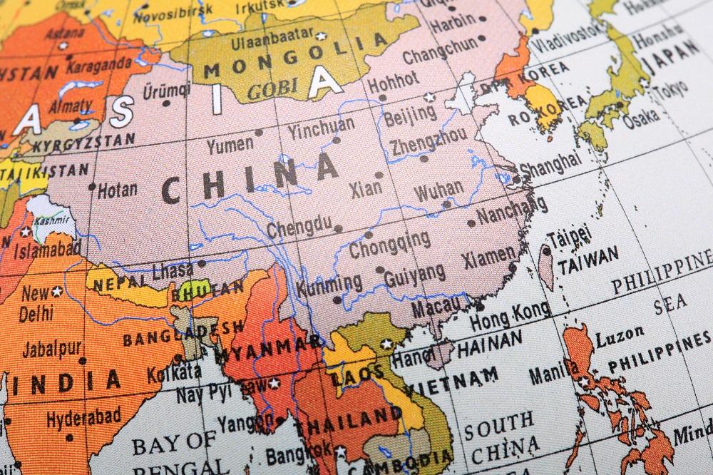 Cristãos chineses memorizam a Bíblia, por causa de perseguição