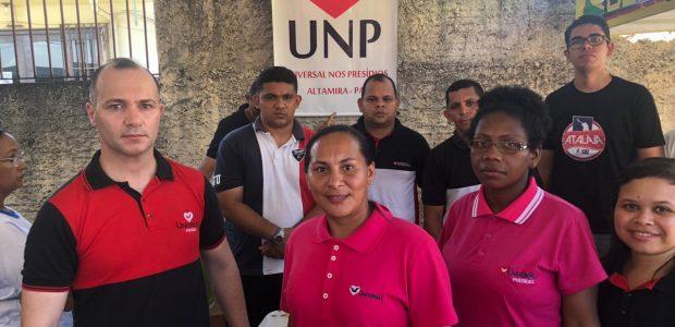 Integrantes do grupo UNP auxiliaram familiares e amigos, após massacre.