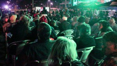 Voluntários promovem Campanha do Agasalho em Porto Alegre (RS)