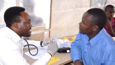 No Quênia, Universal oferece teste gratuito de HIV a moradores da maior favela do mundo