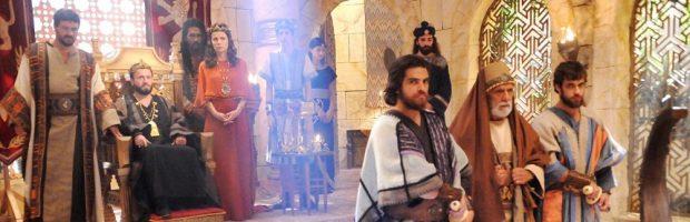 Rei Eliaquim é assassinado e sua esposa e filho são levados para a Babilônia
