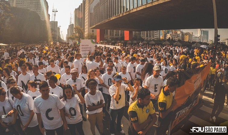 Mensagens de apoio nas ruas ajudam jovens a superar a depressão