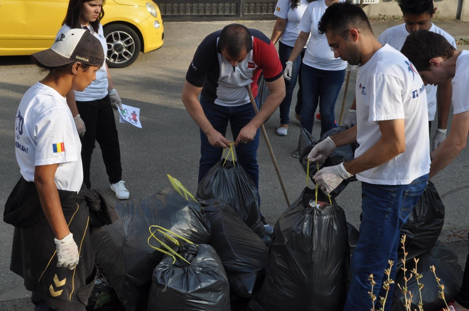 Na Romênia: FJU realiza o dia da limpeza em hospitais