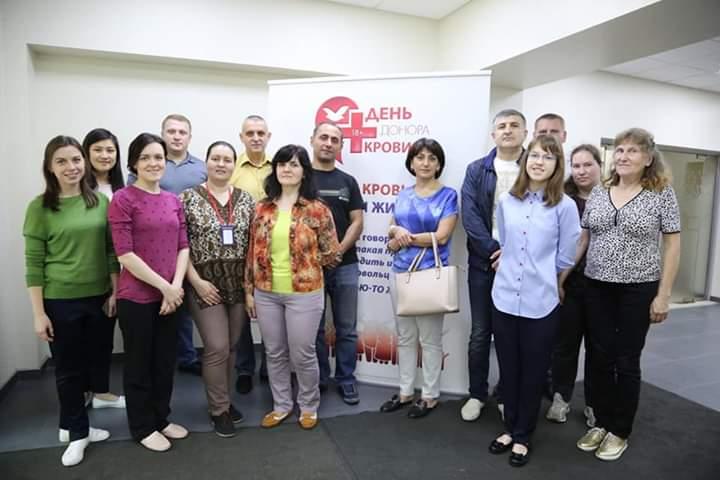 Voluntários promovem campanha de doação de sangue na Rússia