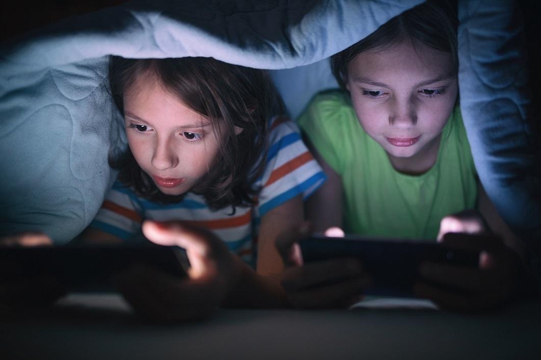 Tecnologia: Uso em excesso pode afetar a saúde física e mental das crianças?