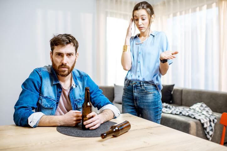 Aluna diz que companheiro é viciado em tomar cerveja