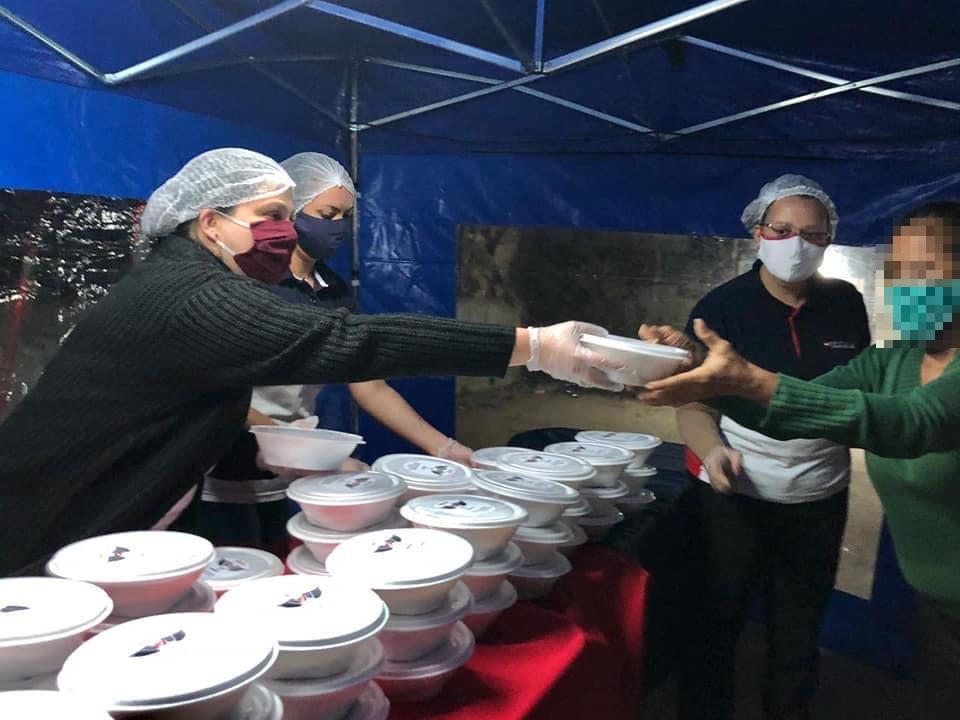300 marmitas são entregues em comunidade na zona norte de São Paulo