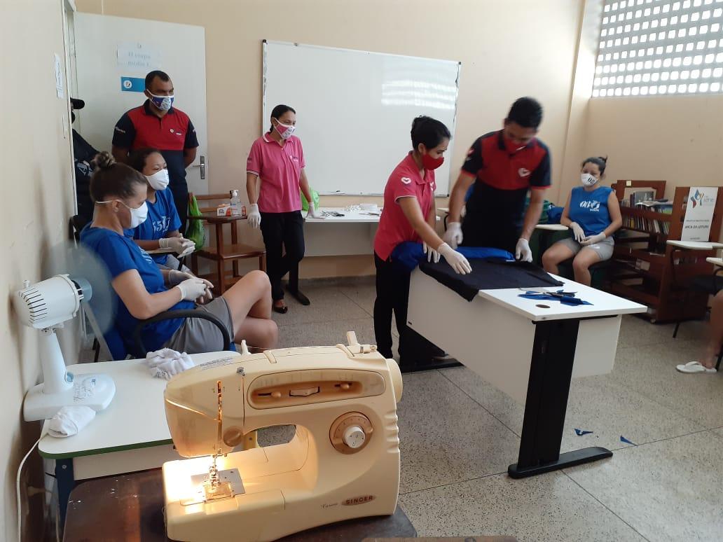 Detentas aprendem técnicas de corte e costura em Santarém, no estado do Pará