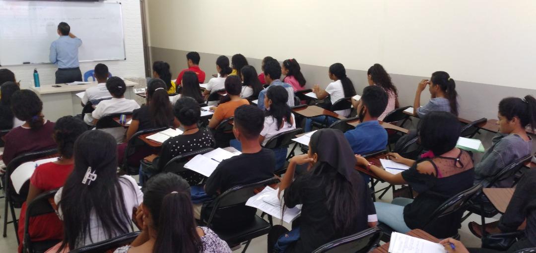 Voluntários ajudam jovens do Timor-Leste a aprender língua portuguesa